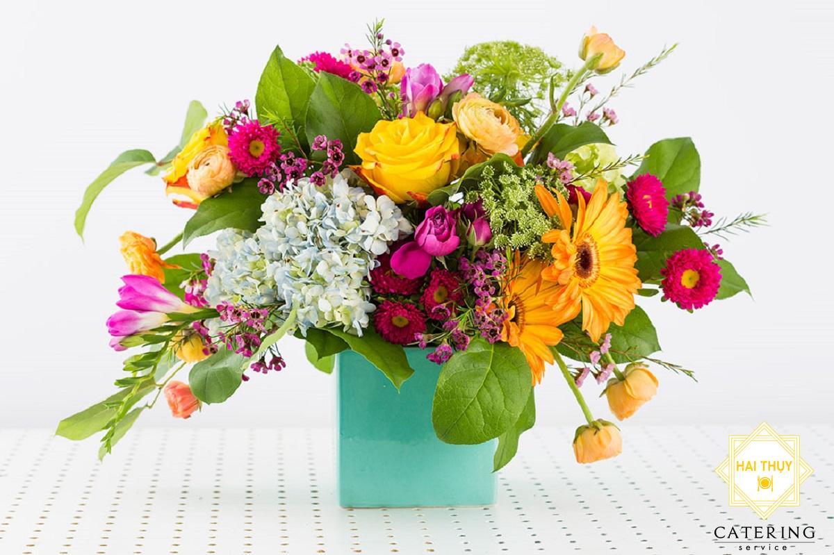 8 mẫu cắm hoa tiếp tân bình cao độc đáo