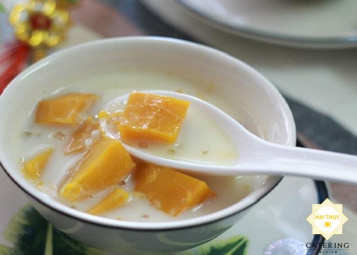 """Nấu """"canh bí rợ hầm dừa"""" bùi bùi béo béo"""