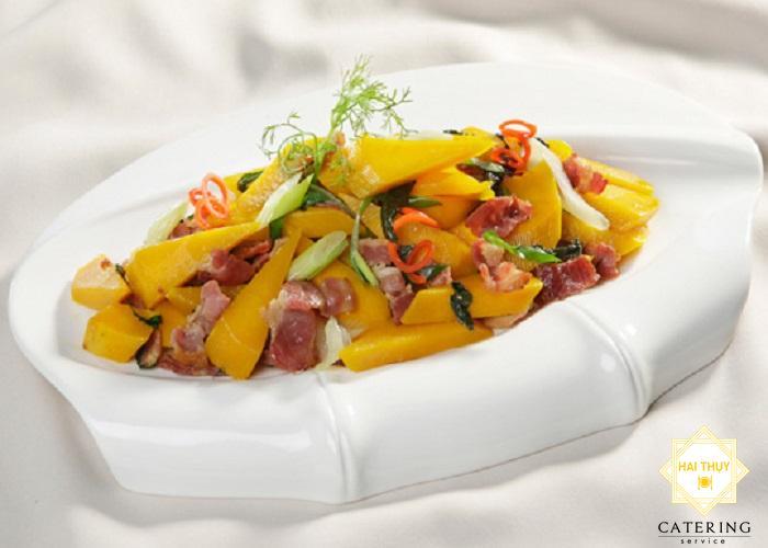 Cách nấu món bí đỏ xào thịt bò dinh dưỡng người tiểu đường