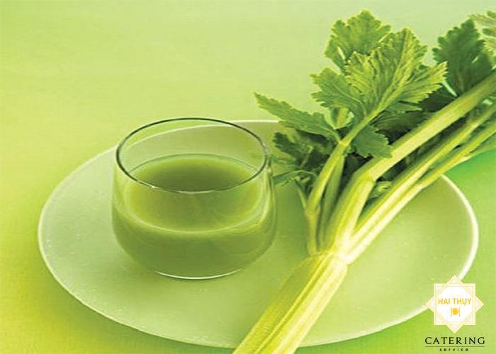 Công thức rau cần sắc cho người mỡ trong máu
