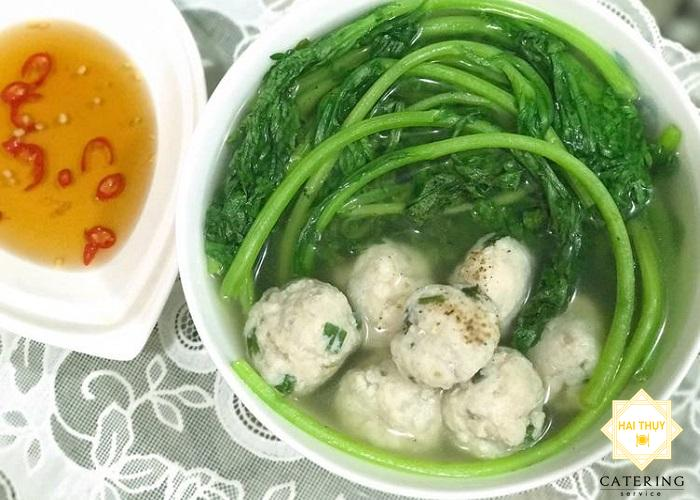 Nấu canh rau tần ô với cá thác lác hấp dẫn người ăn