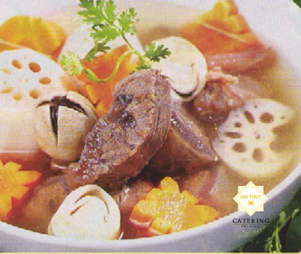 Canh thịt bò hầm ngũ quả