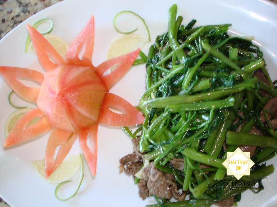 thịt bò xào rau muống ngon thơm lừng