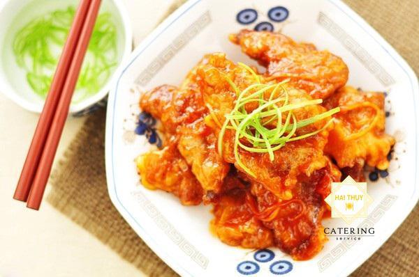 Thịt heo chiên giòn sốt chua ngọt cho bữa cơm gia đình đầm ấm