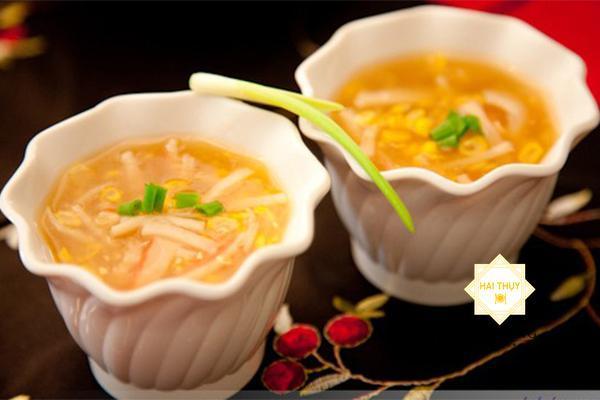 Thưởng thức món khai vị súp bắp cua đầy hấp dẫn