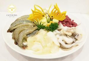 LẩuTứ Xuyên với các loại nấm, tôm, thịt, mực cực kỳ hấp dẫn