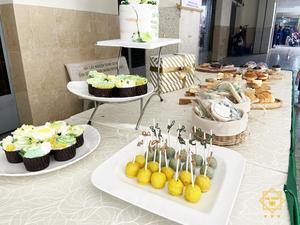 Bàn tiệc buffet bánh ngọt tinh tươm và ngọt ngào