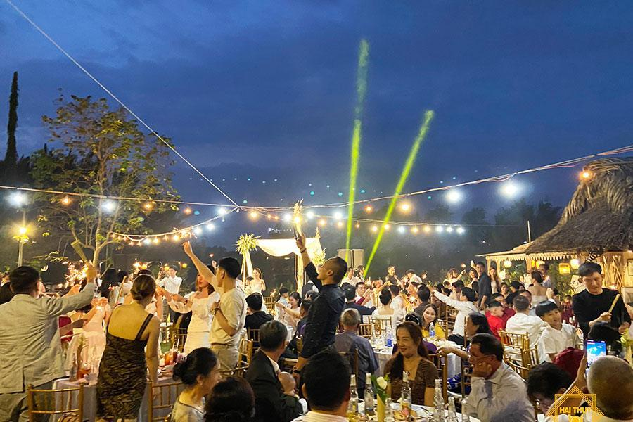 Hạnh phúc thăng hoa cùng tiệc cưới buffet ngoài trời quận Bình Thạnh